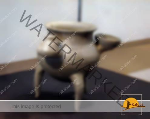 A three-legged gray pottery from Khorvin